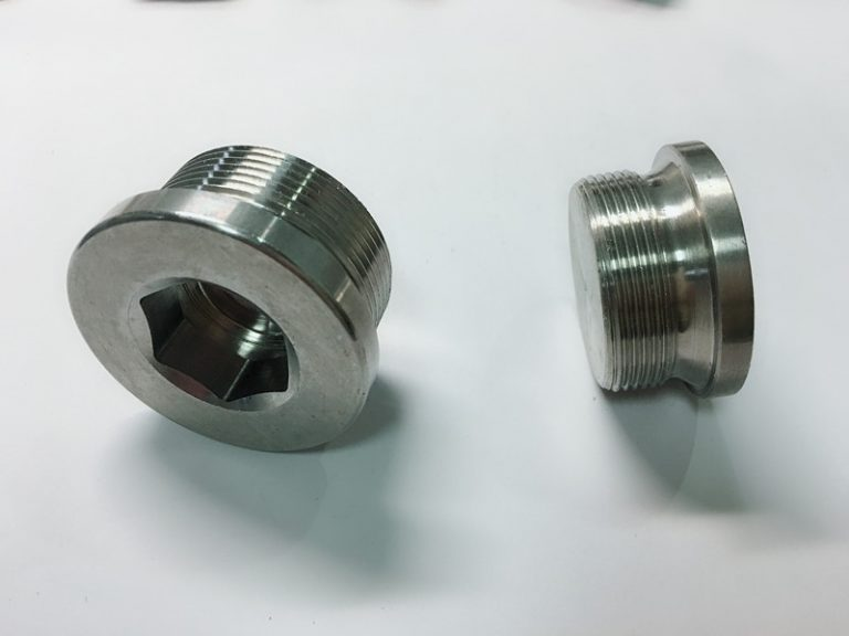 vijak od nehrđajućeg čelika izrađen po mjeri s prstenom ss